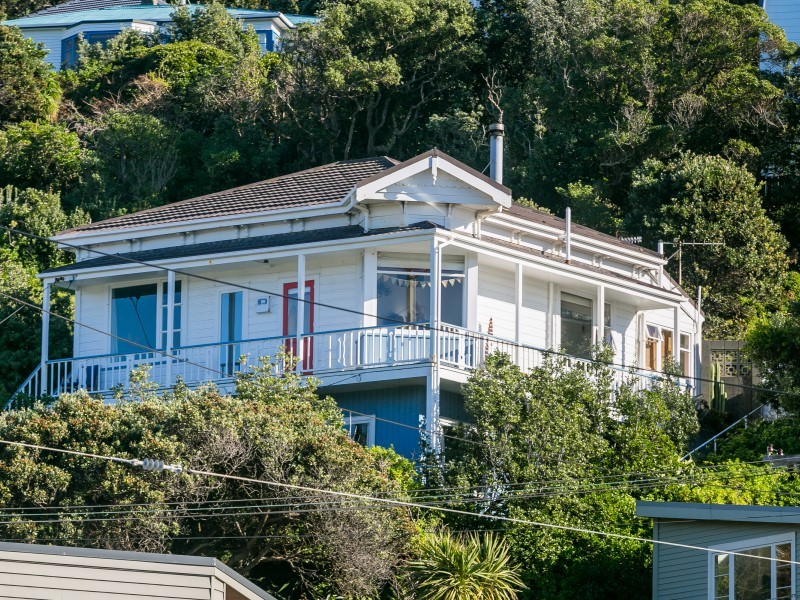 8 Hungerford Road, Lyall Bay